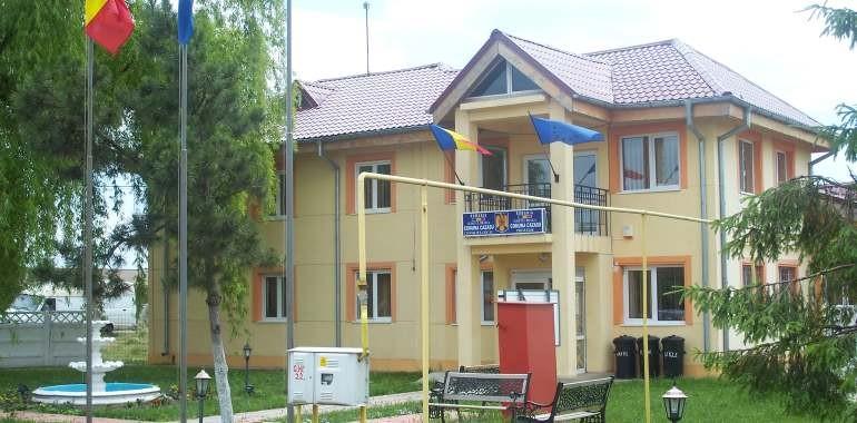 Parc de joaca si terenuri de minifotbal, handbal, baschet, volei, tenis in comuna Romanu