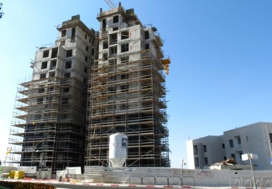 Apartamente, complexe rezidentiale, case sau vile la cheie